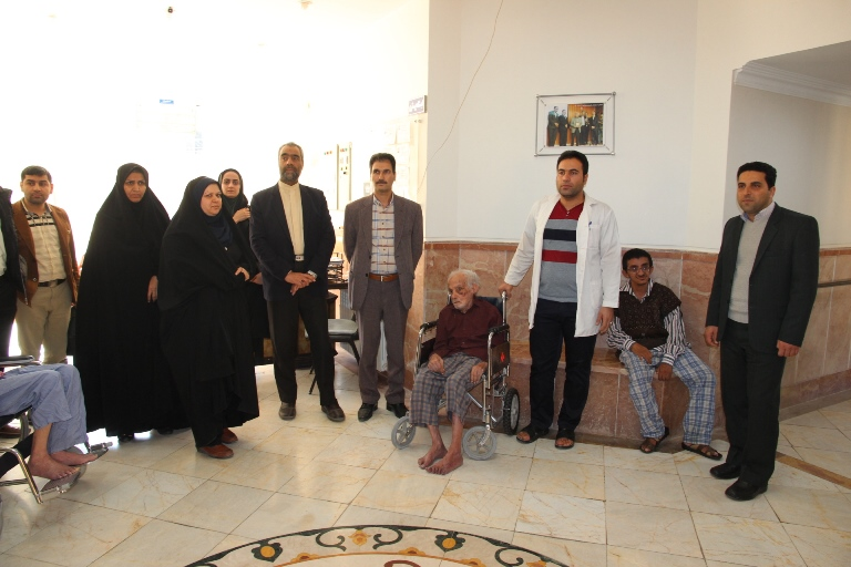 بازدید جمعی از کارکنان شرکت برق منطقهای یزد از خانه سالمندان مهریز
