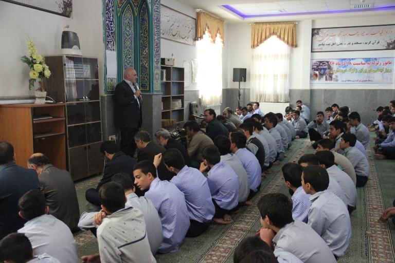 برگزاری مانور زلزله در دبیرستان علامه طباطبایی با مشارکت شرکت برق منطقهای یزد