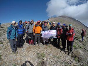 فتح قله شهباز توسط کوهنوردان برق منطقهای یزد در صعود سراسری