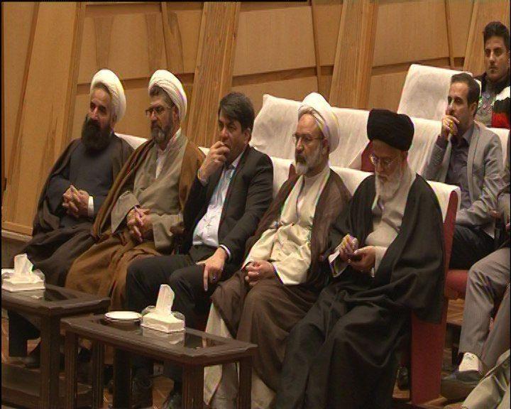 برگزاری جلسه هفتگی تفسیر قرآن امامجمعه یزد به میزبانی برق منطقهای یزد
