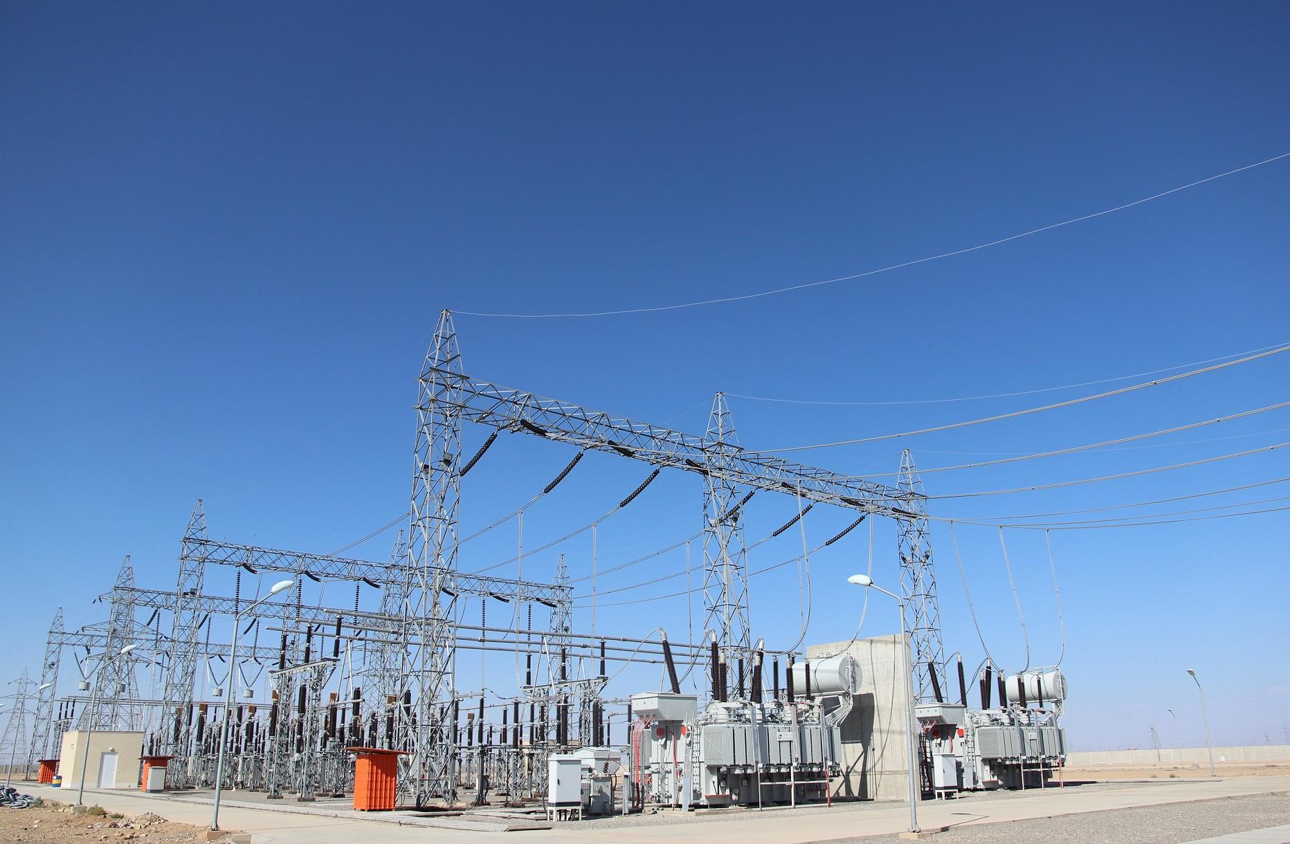 بازدید کارمندان یک شرکت بخش خصوصی از تجهیزات برق منطقهای یزد