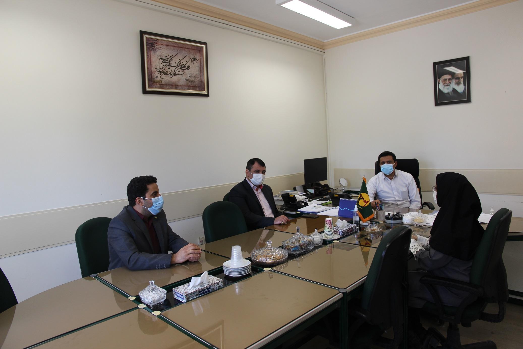 تجلیل از همکار روشندل برق منطقهای یزد